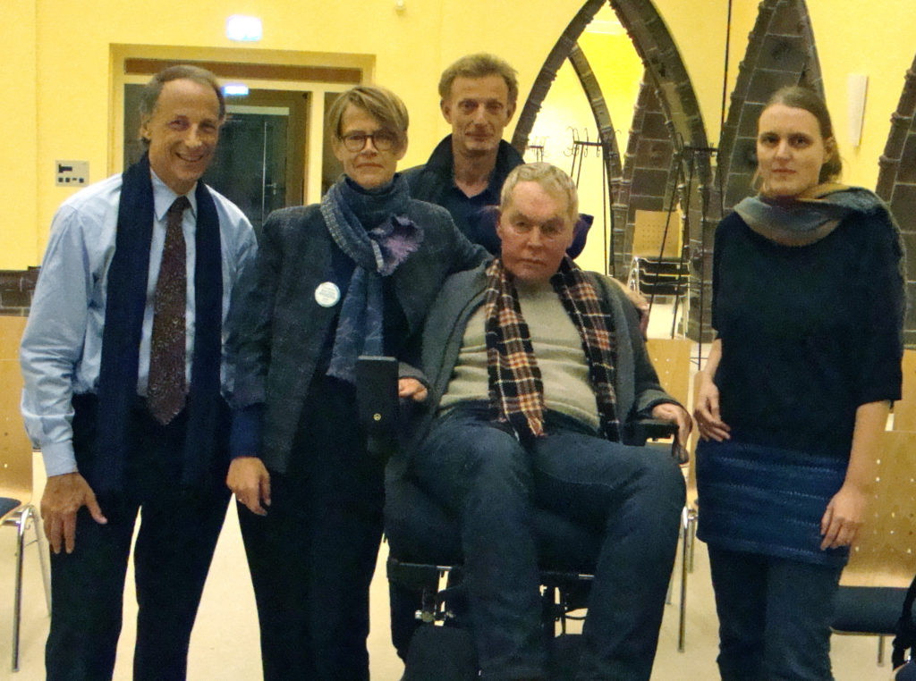 von links: John S. Rolland, Sigrun Matthiesen und Martin Taylor (Diagnosegruppe Myositis), Arpad von Moers ( Vorstand DGM) Birgit Behrisch (Katholische Hochschule für Sozialwesen, Berlin) copyright: privat